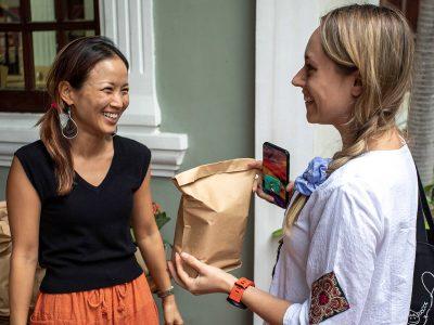 Teachers Day at IGS HCMC, Eltern beschenken das Lehrerkollegium