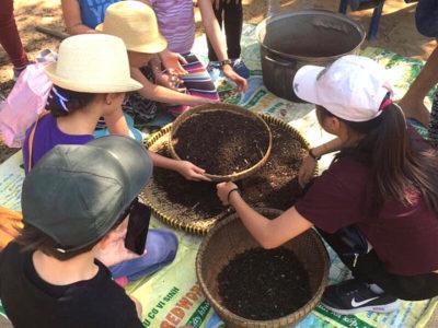 Ausflug von IGS Schülern zu einer Pfefferfarm