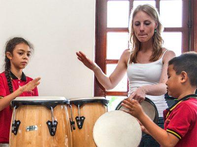 Musikunterricht mit Schlaginstrumenten