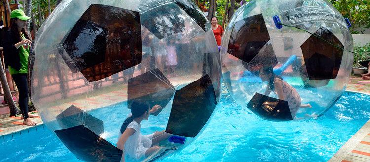 Campus der IGS: Wasserbälle im Pool